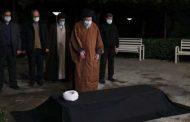 رهبر انقلاب بر پیکر آیتالله مصباح یزدی نماز اقامه کردند